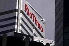 La sede de Rio Tinto en Perth, Australia, el 19 de noviembre de 2015. Rio Tinto reportó una pérdida en el 2015 por el desplome en los precios del mineral de hierro y el cobre y desechó su promesa de mantener o elevar su dividendo anual a partir de este año en adelante debido a una perspectiva difícil. REUTERS/David Gray