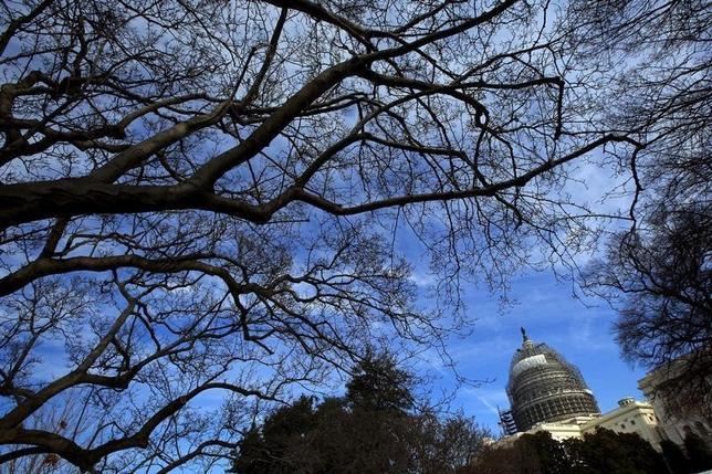 2月12日、米下院は対北朝鮮制裁強化法案を可決した。写真はワシントンの国会議事堂。1月撮影(2016年 ロイター/Carlos Barria)