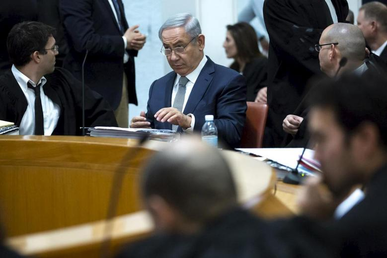 Israeli Prime minister Bejamin Netanyahu (C) sits in the Supreme Court before he speaks at a hearing about the legality of a government-approved deal to develop Israel's offshore natural gas reserves in Jerusalem, February 14, 2016. REUTERS/ Jim Hollander/ POOL