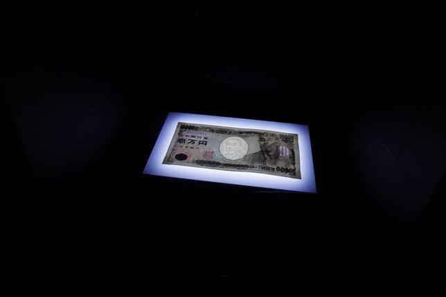 2月15日、大手銀行も含めた国内金融機関は、日銀のマイナス金利政策導入を受けて預金金利引き下げ競争に入った。2010年9月撮影(2016年 ロイター/Kim Kyung-Hoon)