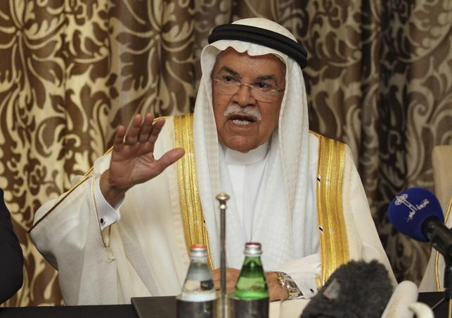 2月16日、主要産油国4カ国の増産凍結合意は穴だらけだ。写真はドーハで会見するサウジアラビアのヌアイミ石油鉱物資源相(2016年 ロイター/Naseem Zeitoon)