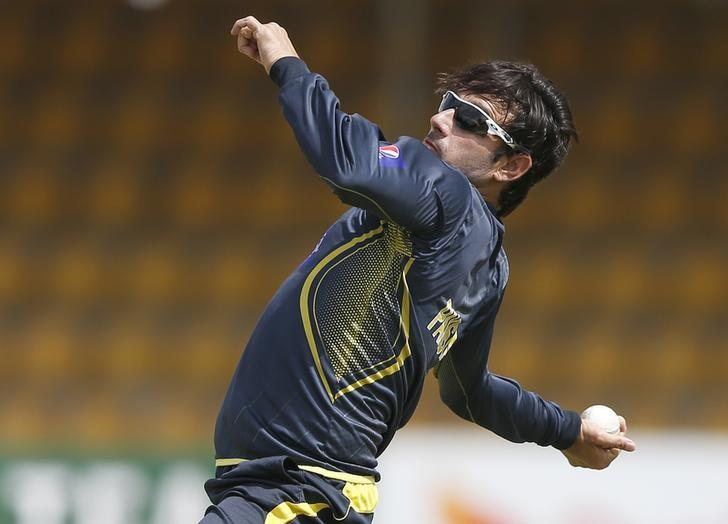 Pakistan's Saeed Ajmal bowls during a practice session in Dambulla August 29, 2014. REUTERS/Dinuka Liyanawatte/Files