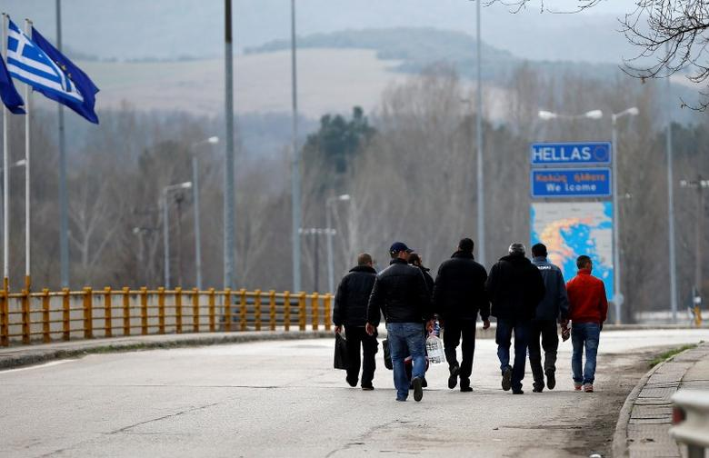 People cross the border zone at Promachonas border crossing between Greece and Bulgaria, Greece February 17, 2016.  REUTERS/Stoyan Nenov