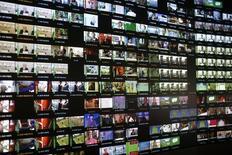 """L'autorité fédérale des télécommunications aux Etats-Unis, la FCC, a adopté jeudi une proposition visant à permettre aux consommateurs d'avoir accès à des services vidéos par le biais d'applications et d'appareils moins chers que les boîtiers multimédias (""""box"""") fournis par les réseaux câblés. /Photo d'archives/REUTERS/Lisi Niesner"""