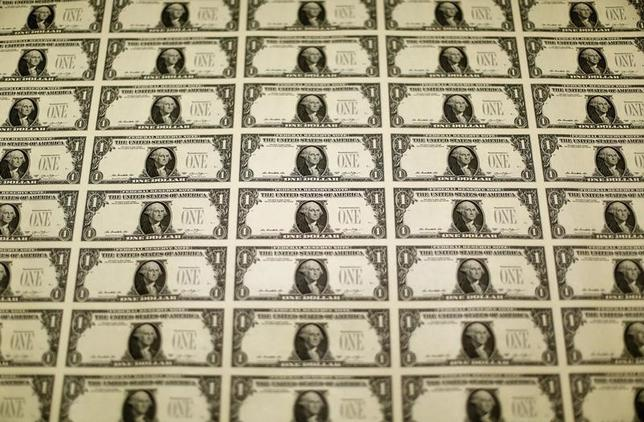 2月19日、終盤のニューヨーク外為市場で、円がドル、ユーロに対し大幅上昇した。米財務省造幣局で2014年11月撮影(2016年 ロイター/Gary Cameron)