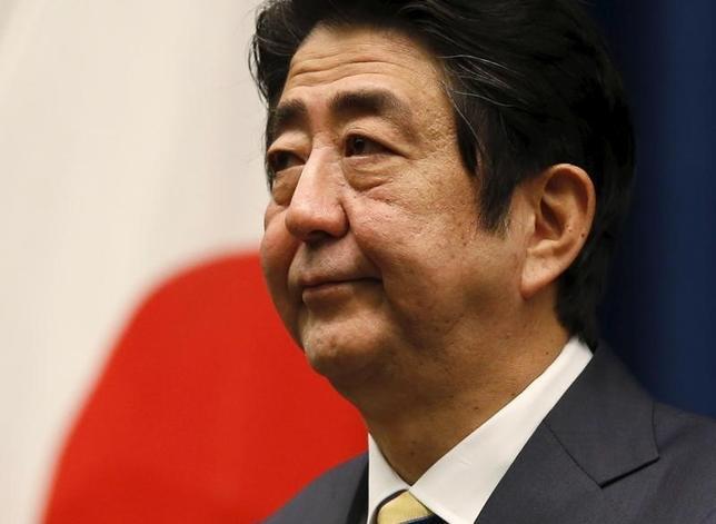2月20日、安倍晋三首相は、年初から世界的な株安が進み、東京市場では円高が進行していることに関連し、リーマンショックのようなことが起こっているとは考えていないとの見解を示した。都内で記者会見に臨む同首相。1月撮影(2016年 ロイター/Toru Hanai)