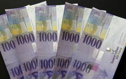 EFG International a signé un accord avec BTG Pactual pour le rachat de BSI, filiale suisse de banque privée du groupe brésilien en difficulté, pour 1,33 milliard francs suisses (1,21 milliard euros), créant ainsi le numéro cinq de la gestion de fortune en Suisse. /Photo prise le 16 février 2016/REUTERS/Ruben Sprich