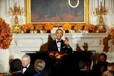 Barack Obama preside cena y brinda discurso ante Asociación de Gobernadores Estadounidenses en la Casa Blanca, en Washington, el 21 de febrero del 2016. El presidente de Estados Unidos, Barack Obama, dijo el lunes que China reconoce que no puede sustentar un modelo de crecimiento impulsado por las exportaciones, pero que llevaría tiempo cambiarlo. REUTERS/Mary F. Calvert