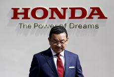 Honda Motor Co President and Chief Executive Takahiro Hachigo walks under the company logo as he gives a presentation at the 44th Tokyo Motor Show in Tokyo, Japan, October 28, 2015.    REUTERS/Yuya Shino