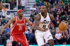 Utah Jazz guard Shelvin Mack (8) dribbles the ball in front of Houston Rockets guard Jason Terry (31) during overtime at Vivint Smart Home Arena. Utah won 117-114. Mandatory Credit: Russ Isabella-USA TODAY Sports