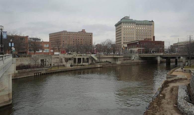 The Flint River is seen flowing thru downtown in Flint, Michigan, in this December 16, 2015 file photo.  REUTERS/Rebecca Cook/Files
