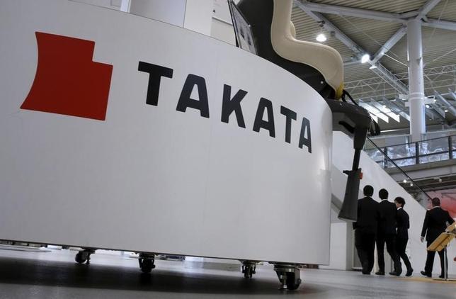 2月24日、米上院のエドワード・マーキー議員とリチャード・ブルーメンソル議員は、米道路交通安全局(NHTSA)に対し、欠陥が疑われるタカタ製エアバッグのリコール(回収・無償修理)を急ぐよう改めて要請した。東京の同社のショールームで2015年11月撮影(2016年 ロイター/Toru Hanai)