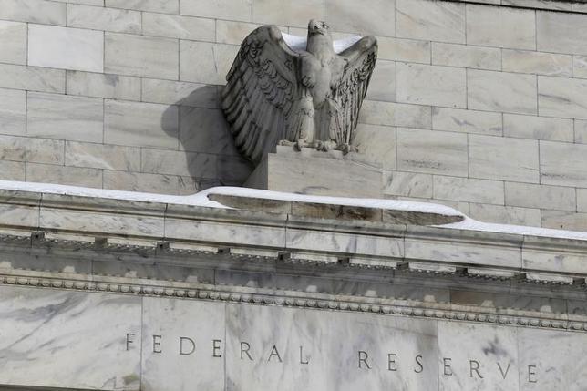 2月24日、米ダラス地区連銀のカプラン総裁は、米経済が今年リセッション(景気後退)に陥る恐れはないとの見方を示した。ワシントンの米連邦準備理事会(FRB)本文で1月撮影(2016年 ロイター/Jonathan Ernst)