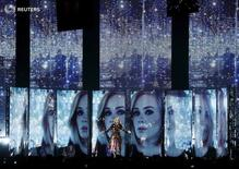 Actuación de Adele en los BRIT Awards en el Arena O2 en Londres, 24 de febrero de 2016. REUTERS/Stefan Wermuth. SÓLO PARA USO EDITORIAL