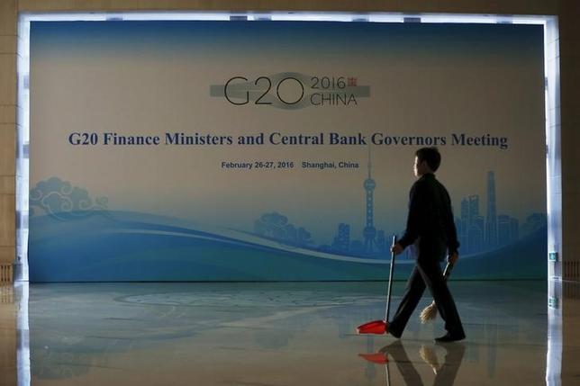 2月25日、中国・上海で26、27日に開かれるG20財務相・中央銀行総裁会議は、経済が一段と悪化すれば行動する用意があると共同声明で表明する可能性が高い。写真はG20の看板、上海で25日撮影(2016年 ロイター/Aly Song)