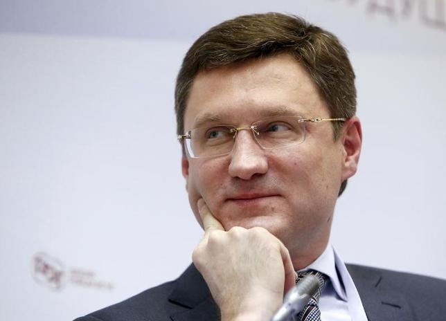 2月25日、ロシアのノバク・エネルギー相(写真)は、OPEC加盟国と非加盟国の石油担当相が、3月中旬に会合を計画していると述べた。モスクワで1月撮影(2016年 ロイター/Sergei Karpukhin)
