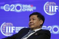 El vice ministro de Finanzas de China, Zhu Guangyao, asiste a una conferencia durante una reunión de ministros de Finanzas y banqueros centrales de los países del G20 en el distrito de Pudong, en Shangái. Autoridades y líderes de la industria en China señalaron el jueves la necesidad de mejorar la comunicación con el mercado y la estabilidad de la moneda local al tiempo que exigieron una mayor coordinación a nivel mundial para hacer frente a los retos económicos. REUTERS/Aly Song