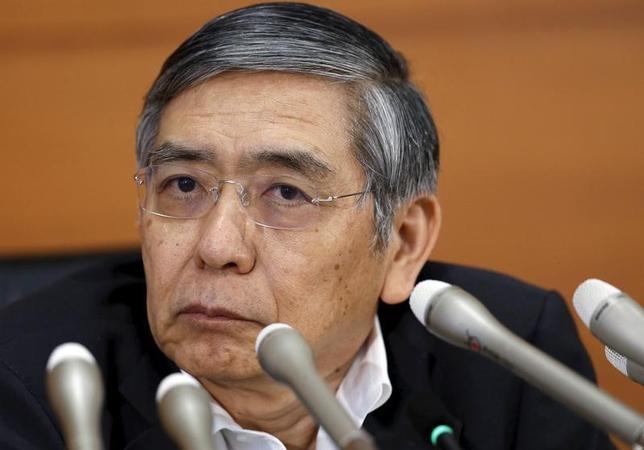 2月26日、日銀の黒田東彦総裁は午前の衆院財務金融委員会で、マイナス金利政策の導入に伴う金融機関収益への影響について「仲介者である金融機関の収益への影響は避けられない」と述べた。写真は都内で昨年5月撮影(2016年 ロイター/Toru Hanai)