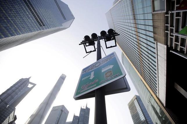 2月26日、G20財務相・中央銀行総裁会議の議長国である中国の政策当局者は、同国経済が引き続きしっかりした足場の上に立っているとの認識を示す一方、経済改革については「ペースが変わる可能性」を示唆するなど、過度の期待感を抑制しようとする場面もあった。写真は上海で25日撮影(2016年 ロイター/Aly Song)