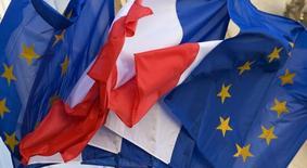 Les réformes mises en oeuvre par la France pour améliorer sa situation économique se sont majoritairement soldées par des progrès limités, notamment sur le marché du travail et la gestion de la dette publique, dit un rapport publié vendredi par la Commission européenne. /Photo d'archives/REUTERS/Philippe Wojazer