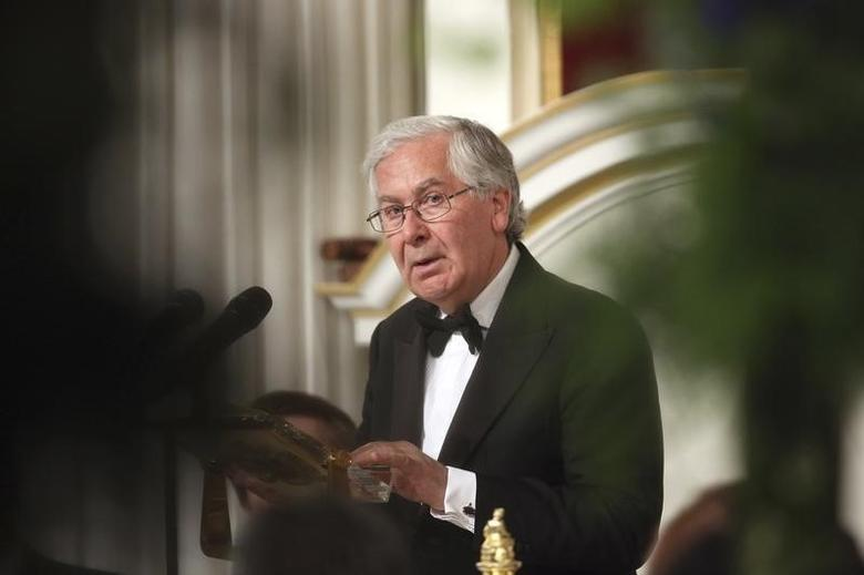 Mervyn King addresses the audience of the 'Lord Mayor's Dinner to the Bankers and Merchants of the City of London' at the Mansion House in London June 19, 2013.  REUTERS/Oli Scarff/POOL