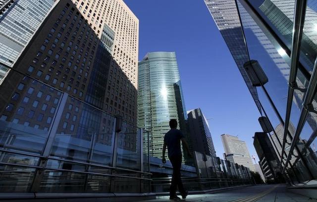 2月29日、過去最高益を出している日本企業だが、昨年9月末の利益剰余金は343兆円まで積み上がり、安倍晋三内閣発足した直後の2012年12月から約69兆円増加した。写真は都内で1月撮影(2016年 ロイター/Toru Hanai)