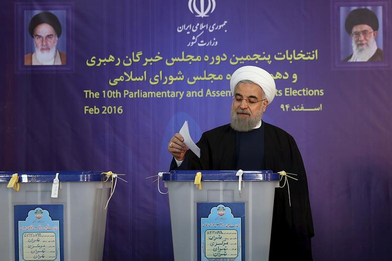 Iranian President Hassan Rouhani casts his vote during elections for the parliament and Assembly of Experts, which has the power to appoint and dismiss the supreme leader, in Tehran February 26, 2016. REUTERS/President.ir/Handout via Reuters
