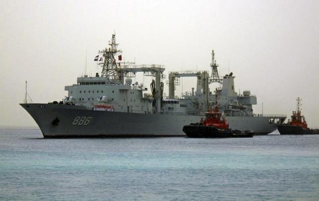 3月1日、中国人民解放軍の機関紙「解放軍報」は、中国海軍として初の自走式浮きドック「the Huachuan No. 1」が任務に就いたと報じた。写真は中国籍の戦艦。紅海スーダン港にて昨年8月撮影(2016年 ロイター)