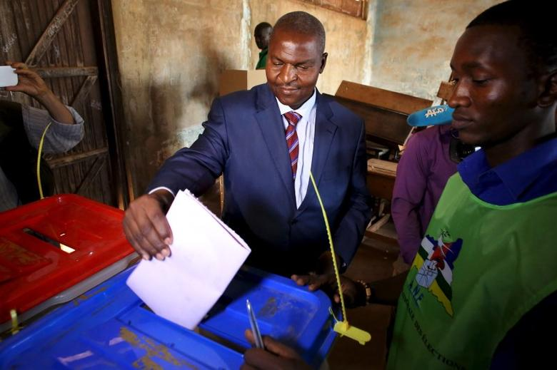 Presidential candidate Faustin-Archange Touadera votes during the second round of presidential and legislative elections in Bangui, Central African Republic, February 14, 2016. REUTERS/Siegfried Modola