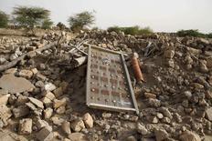 Destroços de mausoléu antigo destruído por militantes islâmicos em Timbuktu. 25/07/2013 REUTERS/Joe Penney