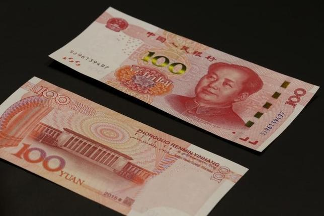 3月1日、フィッチ・レーティングスは、中国の記録的な1月融資の伸びに加え、銀行の預金準備率50bp引き下げで、当局が信用に基づく成長を一層実現する政策にシフトしている可能性があると指摘。写真は香港で昨年11月撮影(2016年 ロイター/Bobby Yip)
