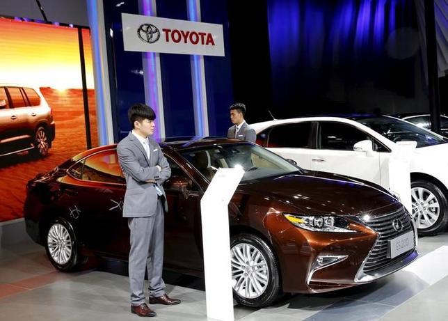 3月2日、トヨタ自動車が発表した2月の中国自動車販売は前年比6.3%増加の6万5400台だった。一方、ホンダは7.8%減の5万7370台となった。写真は北京で昨年9月撮影(2016年 ロイター/Kim Kyung Hoon)