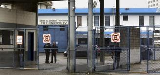 Vista de la entrada del Centro de Detención Provisional Pinheiros (CDP Pinheiros) en Sao Paulo, Brasil. 1 de marzo de 2016. El alto ejecutivo de Facebook arrestado en Brasil sería puesto en libertad el miércoles después de pasar cerca de 24 horas en la cárcel debido a una disputa en torno a una orden judicial que demandaba datos del servicio de mensajería WhatsApp en una investigación por tráfico de drogas. REUTERS/Paulo Whitaker