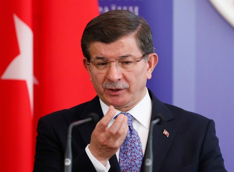 Turkish Prime Minister Ahmet Davutoglu gestures as he attends a news conference after a meeting with his Ukrainian counterpart Arseny Yatseniuk in Kiev, Ukraine February 15, 2016. REUTERS/Gleb Garanich