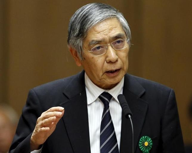 3月4日、日銀の黒田東彦総裁は午前の参院予算委員会に出席し、「現時点で、さらにマイナス金利を下げることは考えていない」と述べた。写真は都内で2月撮影(2016年 ロイター/Toru Hanai)