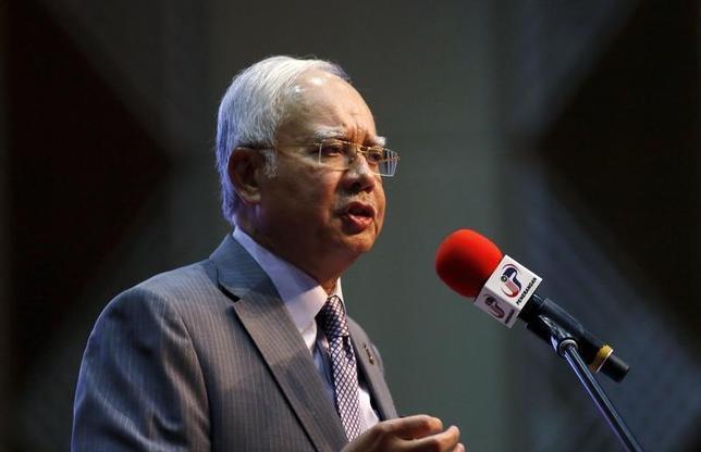 3月4日、マレーシアのマハティール元首相は、一部の与党議員や野党幹部、反政府活動家らと記者会見し、政府系ファンド「1MDB」をめぐる汚職疑惑に直面するナジブ首相(写真)に退任するよう求めた。1月撮影(2016年 ロイター/Olivia Harris)