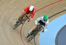 UCI World Track Cycling Championships - London, Britain - 5/3/2016 - Jinjie Gong of China (L) and Anna Meares of Australia (R) compete in the women's sprint 1/16 finals. REUTERS/Matthew Childs