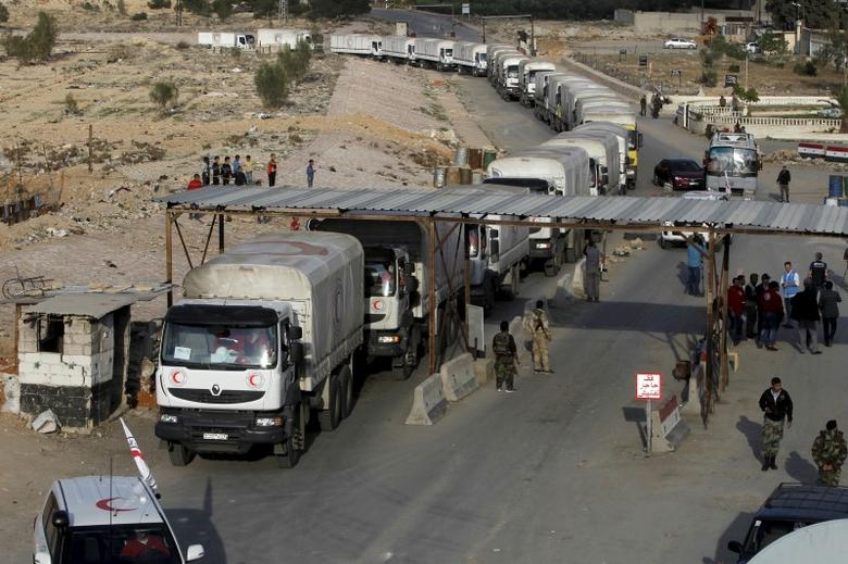 An aid convoy of the Syrian Arab Red Crescent enters the Wafideen Camp, which is controlled by Syrian government forces, to deliver aid into the rebel-held besieged Douma neighborhood of Damascus, March 4, 2016. REUTERS/Omar Sanadiki