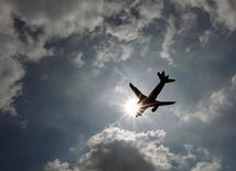 La demande mondiale de fret aérien a augmenté de 2,7% en janvier, sa plus forte hausse depuis avril 2015 tempérée toutefois par des pressions persistantes sur les marges des compagnies, selon l'Association internationale du transport aérien (Iata). /Photo d'archives/REUTERS/Luke MacGregor