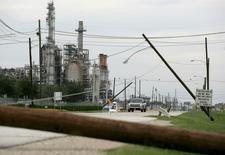 Danos vistos em refinaria da Petrobras em Pasadena após furacão Ike.   15/09/2008    REUTERS/Jessica Rinaldi