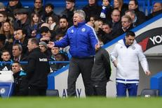 Hiddink em partida do Chelsea contra o Stoke City.  5/3/16.  Reuters/Tony O'Brien