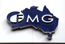 El logo de Fortescue Metals Group en su sede en Perth, Australia, 11 de noviembre de 2015. Altos ejecutivos de dos de los mayores productores de mineral de hierro, la brasileña Vale y la australiana Fortescue Metals Group, plantearon por primera vez la idea de una alianza hace más de un año, tras un fuerte declive en los precios de la materia prima. REUTERS/David Gray