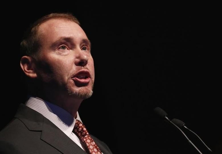 Jeffrey Gundlach, star bond investor and head of DoubleLine Capital, speaks at the Sohn Investment Conference in New York, May 8, 2013.  REUTERS/Brendan McDermid