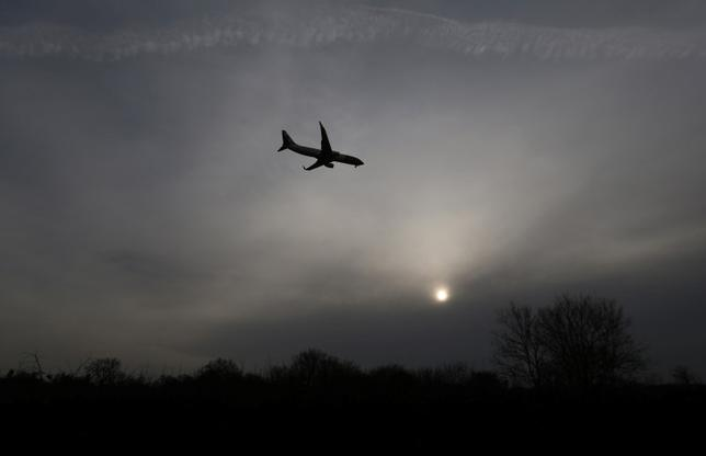 An aircraft comes in to land at Gatwick Airport in southern Britain, December 17, 2015. REUTERS/Neil Hall