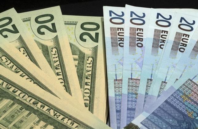 3月9日、午後3時のドル/円は、前日ニューヨーク市場午後5時時点とほぼ同水準の112円半ば。あすのECB理事会を前に積極的な取引は手控えられ、方向感を欠く動きとなった。パリで2014年11月撮影(2016年 ロイター/Philippe Wojazer)