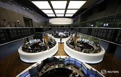 La sala de operaciones de la Bolsa de Fráncfort. 23 de febrero de 2016. Las bolsas europeas subían en la apertura del miércoles gracias al impulso del sector bancario. REUTERS/Kai Pfaffenbach