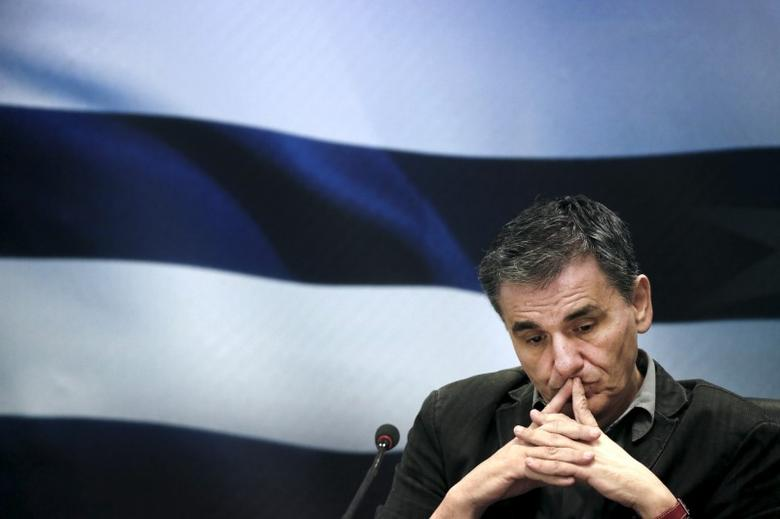 Greek Finance Minister Euclid Tsakalotos gestures during a news conference at the ministry in Athens, Greece November 17, 2015. . REUTERS/Alkis Konstantinidis