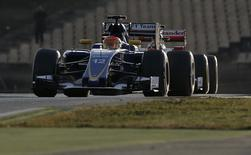 Sauber Formula One driver Felipe Nasr of Brazil (L) leads Ferrari Formula One driver Kimi Raikkonen of Finland during the fourth testing session ahead of the upcoming season at the Circuit Barcelona-Catalunya in Montmelo, Spain, February 25, 2016. REUTERS/Sergio Perez