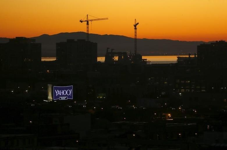 A sign advertising the internet company Yahoo is pictured at sun rise in down town San Francisco, California February 5, 2016.  REUTERS/Mike Blake