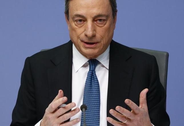 3月10日、ECBは主要政策金利を0.00%に引き下げた。写真はフランクフルトで記者会見に臨むドラギ総裁。10日撮影(2016年 ロイター/Kai Pfaffenbach)